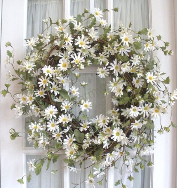 Rustic-daisies-Seasonal-Decorating-Ideas-Spring-and-Summer-Wreaths